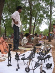 Rural Reconstruction handler om at skabe indkomst til landbefolkningen gennem træningskurser i produktion og marketing